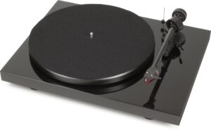 Rapallo   Pro-ject   Debut Carbon Turntable with Ortofon 2M Red Cartridge